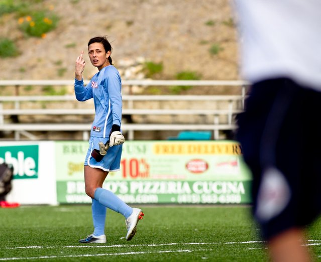 """""""F**k Off! Go away, hecklers. Gonzaga University's keeper silently responds to hecklers in the USF crowd. Lone Mountain, San Francisco"""". (Photo and comment by Alexander Crook)"""