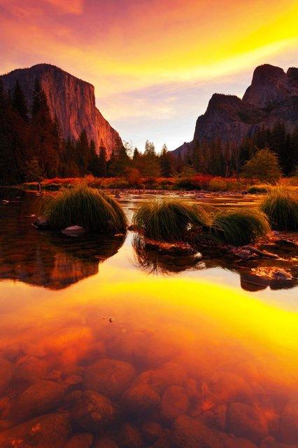 Stunning lakeside sunset. (Photo by Nolan Nitschke/Caters News)