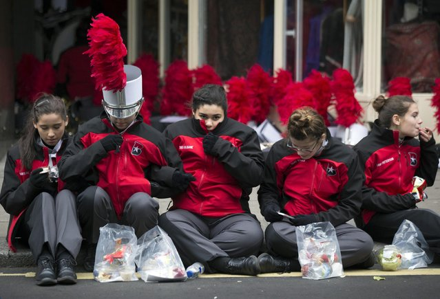 Members of the James Bowie High School Outdoor Performing Ensemble from Austin, Texas, huddle together before the start of the annual New Year's Day parade in London January 1, 2015. (Photo by Peter Nicholls/Reuters)