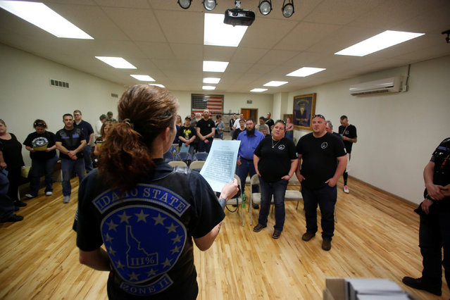 Brooke Agresta of the Idaho Three Percent leads an oath during a meeting in Meridian, Idaho, U.S. April 7, 2016. (Photo by Jim Urquhart/Reuters)