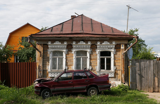 A view of the facade of a house in Borovsk, Kaluga region, Russia, July 21, 2016. (Photo by Maxim Shemetov/Reuters)