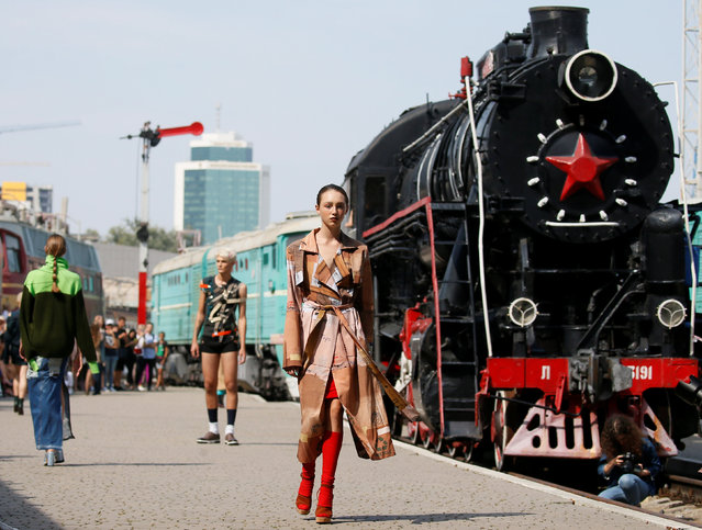 Models present a creation by Ukrainian designer Jean Gritsfeldt during Ukrainian Fashion Week at the railway station in Kiev, Ukraine on September 2, 2018. (Photo by Valentyn Ogirenko/Reuters)