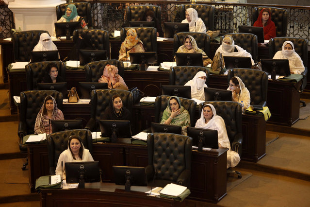 Newly elected members of the Khyber Pakhtunkhwa provincial assembly attend the first session as they take oath of their office in Peshawar, Pakistan, 13 August 2018. Newly-elected Members of Provincial Assembly took oath in the inaugural session of the KPK Provincial assembly in Peshawar. (Photo by Arshad Arbab/EPA/EFE)