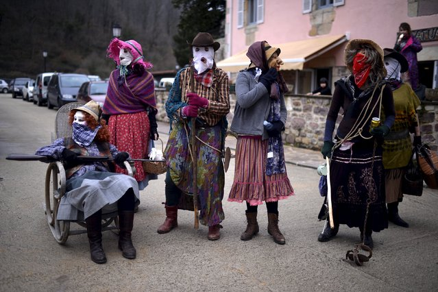 Villagers wear masks and costumes during carnival celebrations in Ituren February 1, 2016. (Photo by Vincent West/Reuters)