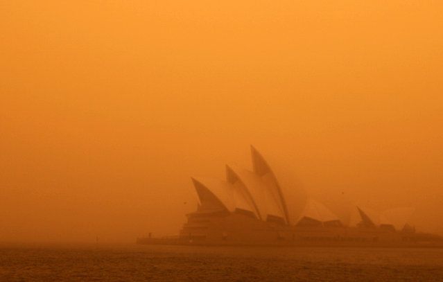 A dust storm blankets Sydney's iconic Opera House at sunrise September 23, 2009. (Photo by Tim Wimborne/Reuters)
