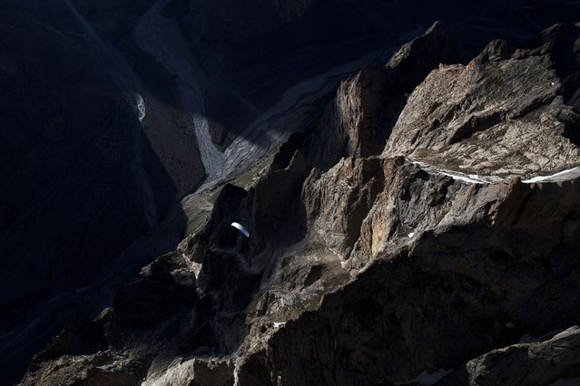 Thomas De Dorlolot, cross country flight in Hushe valley. (Photo by Krystle Wright/Caters News)