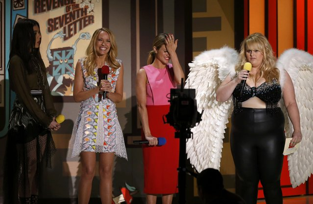 "Actresses Hailee Steinfeld (L), Anna Camp (2nd L) Brittany Snow (2nd R) and Rebel Wilson from ""Pitch Perfect 2"" present an award at the 2015 MTV Movie Awards in Los Angeles, California April 12, 2015. (Photo by Mario Anzuoni/Reuters)"