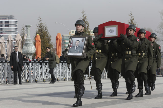 Military honour guard carry the coffin of Mahmut Uslu, one of five Turkish soldiers killed in an attack by IS militants around the Syrian town al Bab on Tuesday, during a ceremony in Ankara, Turkey, Thursday, February 9, 2017. (Photo by Burhan Ozbilici/AP Photo)