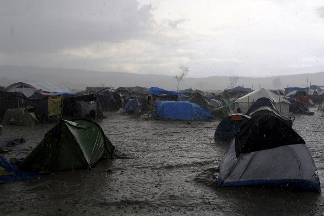 Heavy rainfall hits a makeshift camp for migrants and refugees at the Greek-Macedonian border near the village of Idomeni, Greece, April 24, 2016. (Photo by Alexandros Avramidis/Reuters)