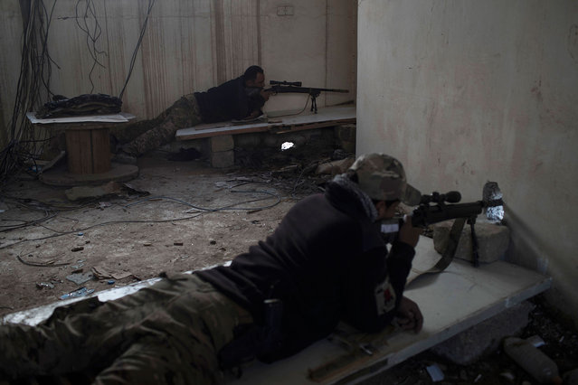 Federal Police Rapid Response Force snipers aims towards Islamic State positions near the old city in Mosul, Iraq, Monday, March 20, 2017. (Photo by Felipe Dana/AP Photo)