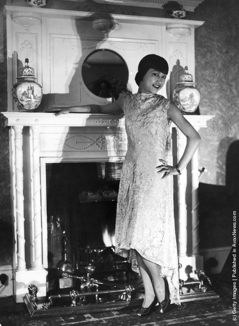 1928: American film star, Anna May Wong (1905 - 1961) in her London flat