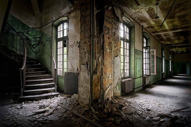 Amazing decay in a former hospital in France. (Photo by Vincent Jansen)