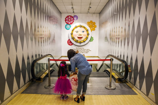 "A woman and her daughter look at a clock that once hung in the main entryway of the store July 15, 2015. The Fifth Avenue store famously included an oversized piano keyboard that actors Tom Hanks and Robert Loggia danced on in the 1988 movie ""Big"". It also included a 4,000-square-foot candy shop and real-life toy soldiers who greeted shoppers as they entered. (Photo by Lucas Jackson/Reuters)"
