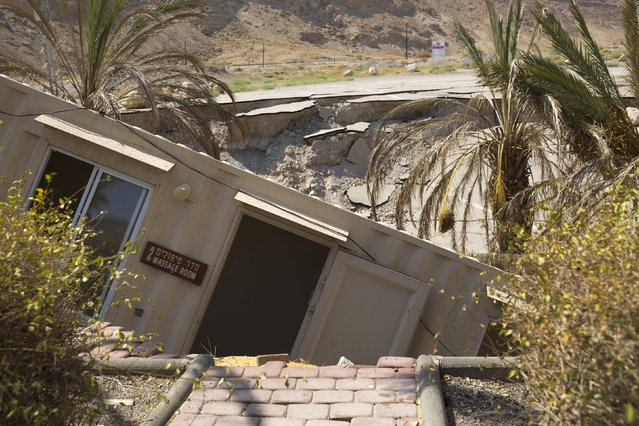 A structure that collapsed into a sinkhole is seen at an abandoned tourist resort on the shore of the Dead Sea, Israel July 28, 2015. (Photo by Amir Cohen/Reuters)