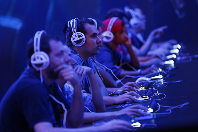 """Gamers play the """"StarCraft II"""" developed by video game producer Blizzard Entertainmen during the Gamescom 2015 fair in Cologne, Germany August 5, 2015. (Photo by Kai Pfaffenbach/Reuters)"""