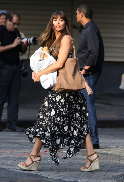 "A stylish Sofia Vergara is seen filming with her husband Joe Manganiello their upcoming movie project ""STANO"" in the Borough of the Bronx, NY on July 26, 2017.  While on a break Sofia goes shopping inside the Italian Market. (Photo by Splash News and Pictures)"