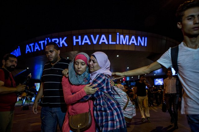 People leave Istanbul Ataturk Airport in Turkey after a suicide bomb attack on June 28, 2016. (Photo by Defne Karadeniz/Getty Images)