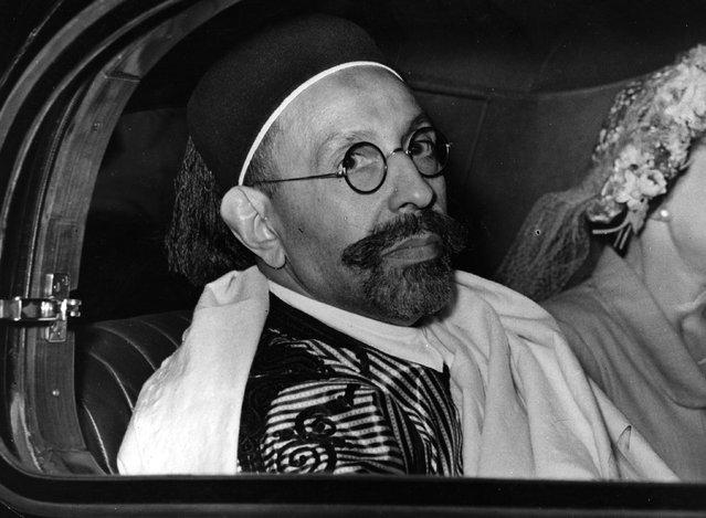 The Emir Idris el Senussi, King of Libya leaving Victoria station by car, 1949. (Photo by Keystone)