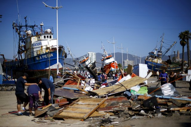 Ships are seen in the street after an earthquake hit areas of central Chile, in Coquimbo city, north of Santiago, Chile, September 17, 2015. (Photo by Ivan Alvarado/Reuters)