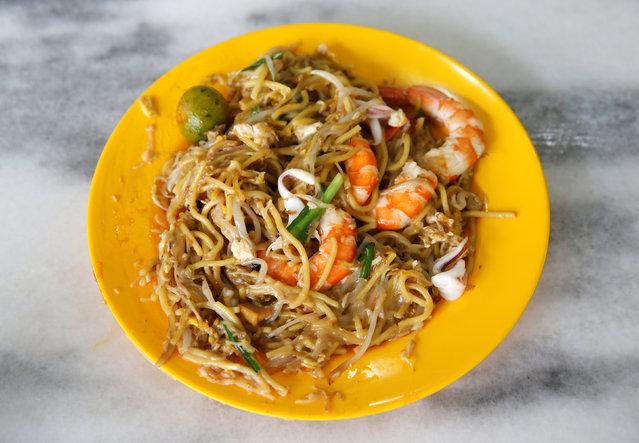 A plate of $3.70 hokkien mee (prawn noodles) is seen at Geylang Lorong 29 Fried Hokkien Mee at East Coast Road in Singapore July 30, 2016. (Photo by Edgar Su/Reuters)