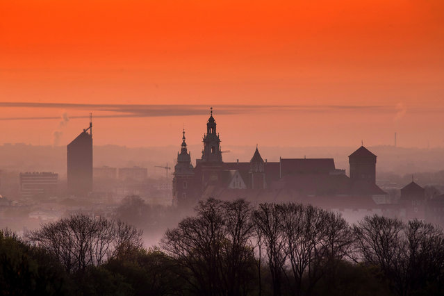 View of the Wawel Castle during sunrise in Krakow, Poland, 23 April 2020. Tyniec is notable for its famous Benedictine abbey fou​nded by King Casimir the Restorer in 1044. (Photo by Lukasz Gagulski/EPA/EFE)