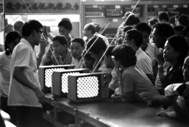 Black-and-white TV sets are displayed at a department store in Xidan, one of the three traditional shopping streets, in Beijing in 1981. (Photo by Reuters/China Daily)