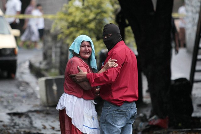 A woman reacts as she sees the dead body of her son at a crime scene in the town of Mejicanos October 10, 2014. United Nations Secretary-General Ban Ki-moon said on Friday he was concerned by the violence in Central America and El Salvador, which has seen a sharp spike in murders and police assassinations over the last year. (Photo by Jose Cabezas/Reuters)