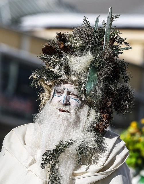 A man with a painted face and traditional costumes takes part in the Schleicherlaufen festival in the western Austrian town of Telfs February 1, 2015. (Photo by Dominic Ebenbichler/Reuters)