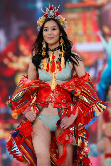 Model Liu Wen presents a creation during the 2016 Victoria's Secret Fashion Show at the Grand Palais in Paris, France, November 30, 2016. (Photo by Charles Platiau/Reuters)