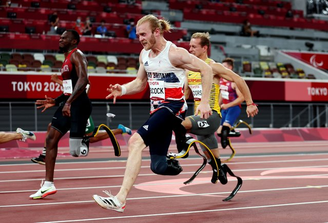Jonnie Peacock of Britain, right, competes in the men's 100m athletics final during the Tokyo 2020 Paralympic Games at the Olympic Stadium in Tokyo, Japan on August 30, 2021. (Photo by Molly Darlington/Reuters)