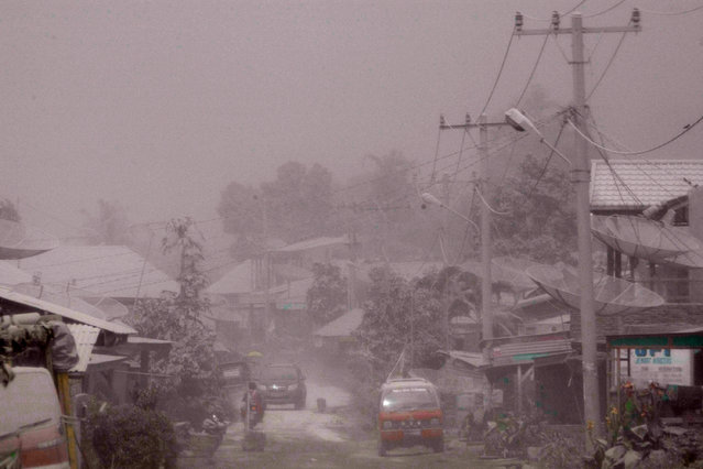 The village is covered by ash from the eruption of Mount Sinabung in Payung village on January 8, 2014 in Karo District, North Sumatra, Indonesia. (Photo by Ulet Ifansasti/Getty Images)