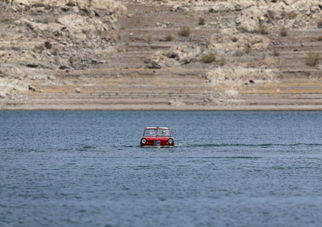 James Spears takes his 1964 German built Amphicar for a drive on Lake Mead in Nevada May 6, 2015. (Photo by Mike Blake/Reuters)