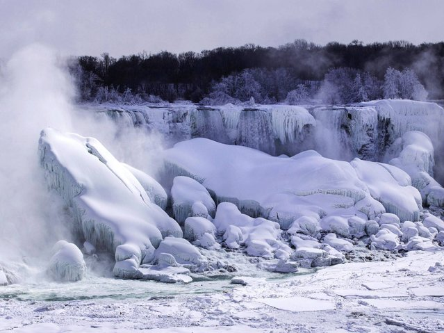 No thaw is expected as temperatures at the western New York tourist attraction will dip below 0 degrees Fahrenheit in the next few days. (Photo by Mark Blinch/Reuters)