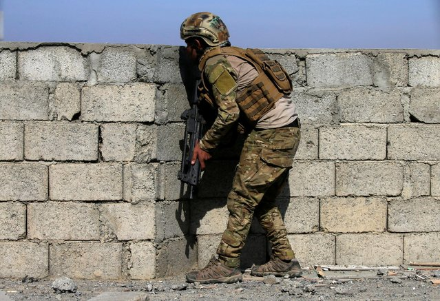A member of Iraqi security forces takes his position during a battle with Islamic State fighters, in western Mosul, Iraq February 26, 2017. (Photo by Alaa Al-Marjani/Reuters)