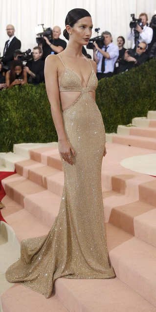"""Model Lily Aldridge arrives at the Metropolitan Museum of Art Costume Institute Gala (Met Gala) to celebrate the opening of """"Manus x Machina: Fashion in an Age of Technology"""" in the Manhattan borough of New York, May 2, 2016. (Photo by Eduardo Munoz/Reuters)"""