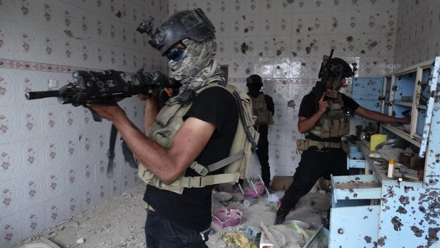 Iraqi security forces search for weapons during clashes with al Qaeda-linked Islamic State of Iraq and the Levant (ISIL) in the city of Ramadi, May 12, 2014. Iraqi forces are locked in a four-month fight with al Qaeda offshoot the Islamic State of Iraq and the Levant (ISIL) for the cities of Ramadi and Fallujah. (Photo by Reuters/Stringer)