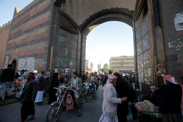 People shop at the old market in the historic city of Sanaa, Yemen, January 8, 2017. (Photo by Mohamed al-Sayaghi/Reuters)