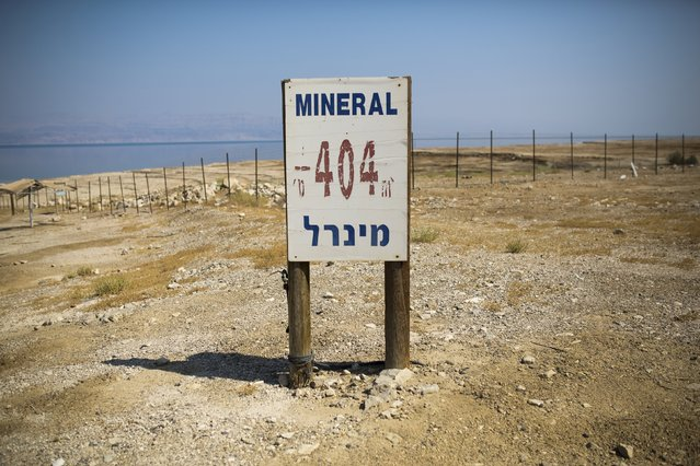 A sign indicating an elevation of 404 meters (1,325 ft.) below sea level is seen near an abandoned resort on the shore of the Dead Sea, Israel July 28, 2015. (Photo by Amir Cohen/Reuters)