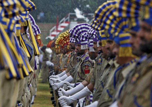 Indian policemen take part in a parade as it rains during India's Independence Day celebrations in Srinagar, August 15, 2015. (Photo by Danish Ismail/Reuters)