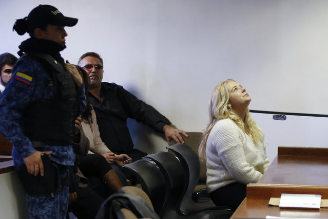 In this Wednesday, August 9, 2017 photo, Australian Cassandra Sainsbury attends a court hearing in Bogota, Colombia. The 22-year-old was detained April 12 at Bogota's international airport when caught trying to smuggle about 6 kilos of cocaine inside packages of headphones. (Photo by Fernando Vergara/AP Photo)