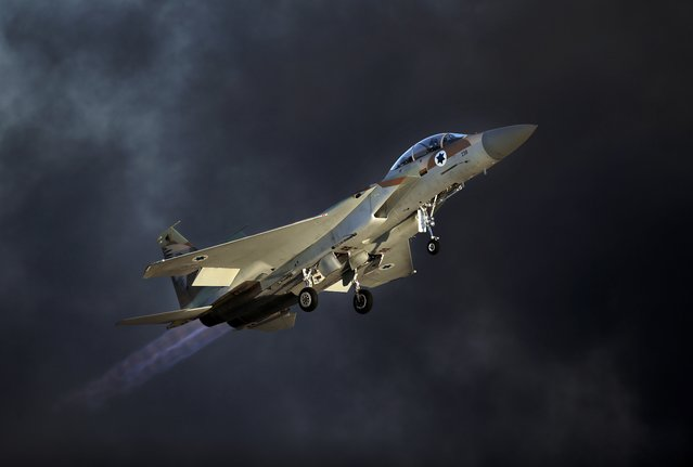 An Israeli F-15 E fighter jet takes off during an air show as part of the graduation ceremony of Israeli pilots at the Hatzerim air force base in the southern Negev desert, near the city of Beersheva, on June 25, 2015. (Photo by Thomas Coex/AFP Photo)