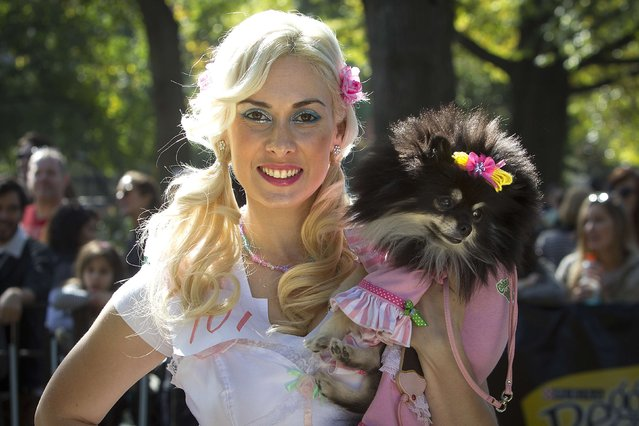 Victoria Viscardi poses for a photo with her dog Gia during the 24th Annual Tompkins Square Halloween Dog Parade in New York October 25, 2014. (Photo by Carlo Allegri/Reuters)