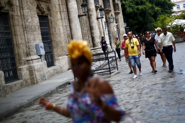 A group of tourists from Germany walk in Havana, September 18, 2015. (Photo by Edgard Garrido/Reuters)