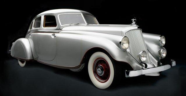 1933 Pierce-Arrow Silver Arrow Sedan. Collection of Academy of Art University Automobile Museum, San Francisco. (Photo by Peter Harholdt)