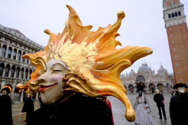 A reveller wears a carnival mask in St. Mark's Square to celebrate Venice's annual colourful carnival, which has been cancelled this year due to the coronavirus disease (COVID-19) pandemic, in Venice, Italy, February 7, 2021. (Photo by Manuel Silvestri/Reuters)