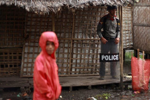 A policeman stands guard as former U.N. chief Kofi Annan (not in picture) attends a meeting with local leaders at the Aung Mingalar Rohingya internally displaced persons (IDP) camp in Sittwe, Myanmar, September 7, 2016. (Photo by Wa Lone/Reuters)
