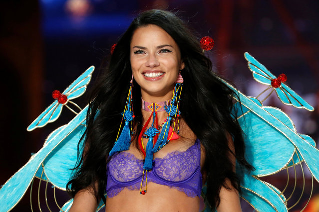 Model Adriana Lima presents a creation during the 2016 Victoria's Secret Fashion Show at the Grand Palais in Paris, France, November 30, 2016. (Photo by Charles Platiau/Reuters)