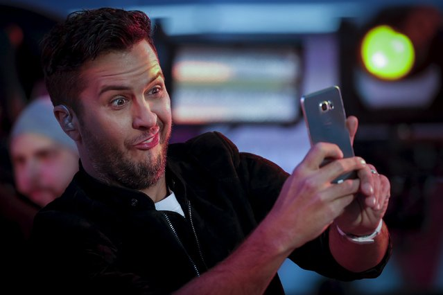 Singer Luke Bryan takes a selfie during his performance on the main stage in Times Square during New Year's Eve celebrations in the Manhattan borough of New York, December 31, 2015. (Photo by Carlo Allegri/Reuters)