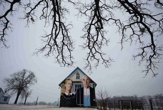 "A barn decorated with a mural inspired by Grant Wood's painting, ""American Gothic"", is seen in Mt. Vernon, Iowa, January 25, 2015. Artist Mark Benesh recreated the original which was painted by Grant Wood. (Photo by Jim Young/Reuters)"