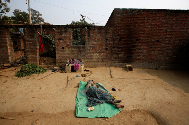 Wife of a snake charmer sleeps outside her home in Jogi Dera (snake charmers settlement), in the village of Baghpur, in the central state of Uttar Pradesh, India January 16, 2017. (Photo by Adnan Abidi/Reuters)